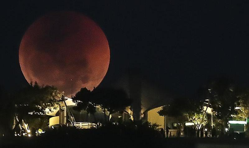TLMD-Eclipse-total-de-luna-lunar-27-28-de-julio-2018-el-mas-largo-del-siglo-EFE-636683338290419208w