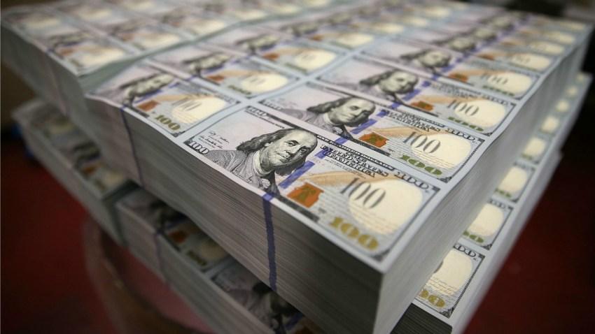 TLMD-dinero-money-pila-de-dinero-efectivo-GettyImages-169117081