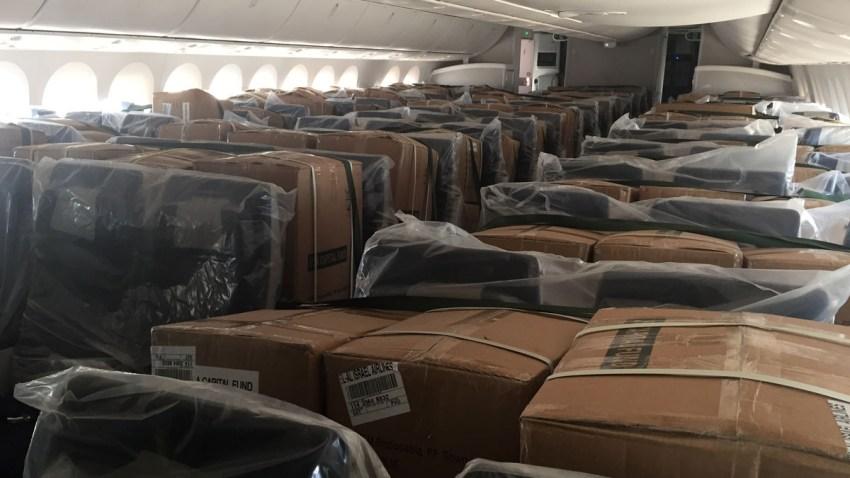 Aviones llenos de equipos de protección personal