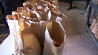 bolsas de alimentos para estudiantes
