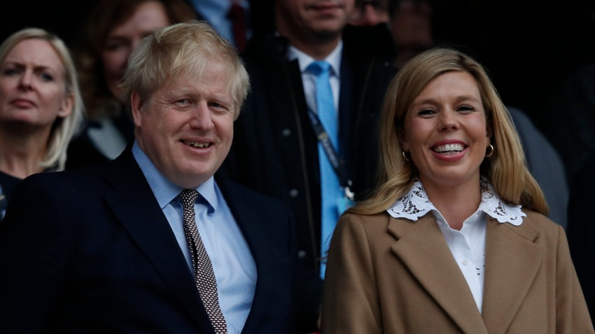 Boris Johnson y su pareja Carrie Symonds.