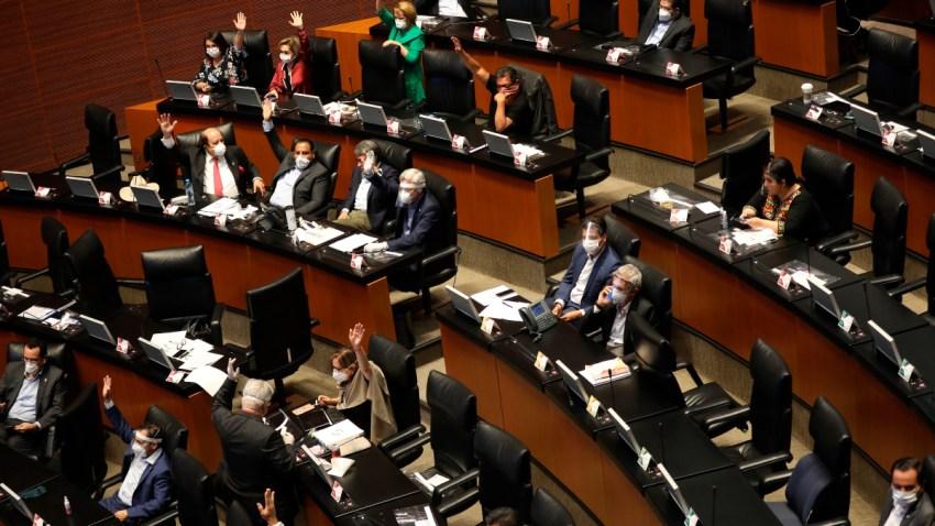 Legisladores asisten a sesión con cubrebocas
