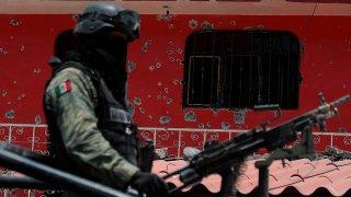 Militar recorre comunidad de Guerrero