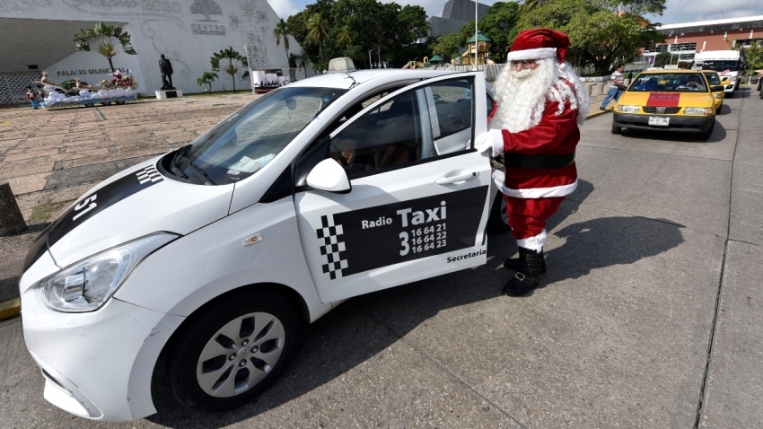 mexico-tabasco-santa-claus-taxista