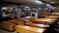 Video: convierten estacionamiento en depósito de cadáveres por el coronavirus