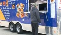 """""""Food Truck"""" da comida gratis a cientos en necesidad por la pandemia"""