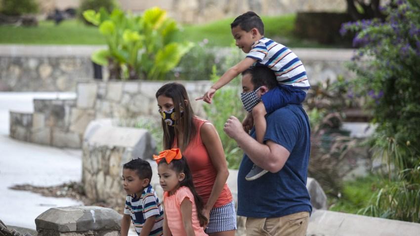 Familia en el Zoológico de San Antonio
