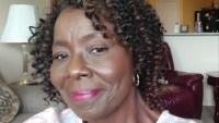 Muere de COVID-19 enfermera texana que regresó a dar clases tras estar jubilada
