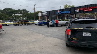 Hombre herido en balacera en McCollough Avenue