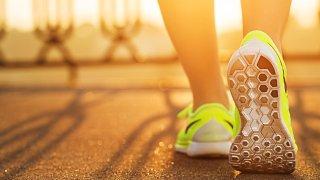 ¿Cuáles son los beneficios de caminar todos los días? Entrenador personal certificado te explica