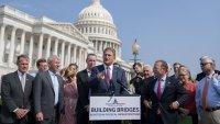 El Senado ultima los detalles del ambicioso plan de infraestructura de Biden