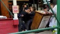 Ataque a empleada de restaurante tras pedir prueba de vacunación en Nueva York