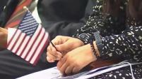 ¿Cuánto cuesta y cómo es el proceso para hacerse ciudadano? Te explicamos en este video.