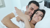 Comer los alimentos correctos pueden incrementar la pasión y la acción en la cama. Descubre cuales son.