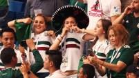 Los fanáticos mexicanos que acompañan a la selección en el mundial, rieron, aplaudieron y hasta lloraron de la emoción por la victoria.