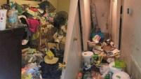 Los pisos estaban cubiertos por basura y comida podrida.
