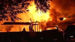 Poderoso incendio deja a cinco personas heridas