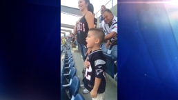 Viral: adorable niño de 3 años cantando el himno en estadio