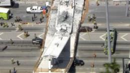 Autos aplastados y muerte tras caer puente en construcción