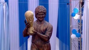 Maradona asiste a inauguración de su estatua en India