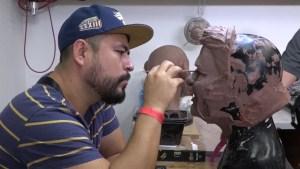 José José queda inmortalizado en máscaras de látex