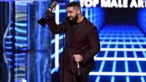 Drake triunfa en grande en los Premios Billboard
