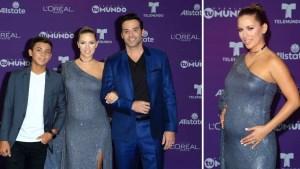 Ximena Duque presume embarazo en alfombra de Premios tu Mundo