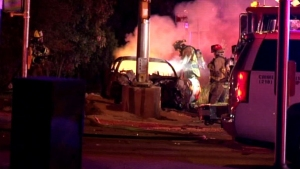 Irreconocible: muere atrapado en auto en llamas