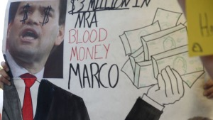 Con enojo: estudiantes envían mensajes sobre control de armas