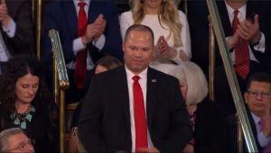 Agente de origen dominicano honrado por Trump