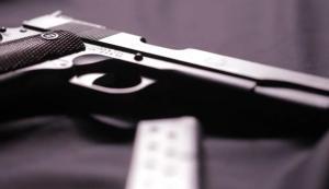 ¿Qué debes hacer frente a un atacante armado?