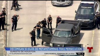 Con gran cantidad de drogas arrestan a dos tras persecución