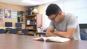 Estudiantes se preparan para graduarse en pleno verano
