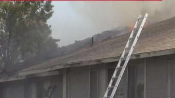 Incendio en complejo deja a varias familias sin hogar
