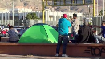 Migrantes copan puentes fronterizos de Juárez
