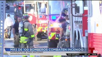 Intenso calor dificulta labor de bomberos de San Antonio
