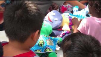 Muñecas de felicidad para niños inmigrantes