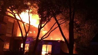 Relampago causa incendio en residencia