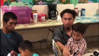 Hablan padres inmigrantes tras reunirse con sus hijos