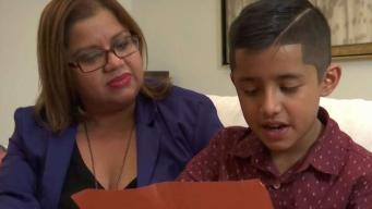 Su carta a inmigración conmueve a toda una comunidad