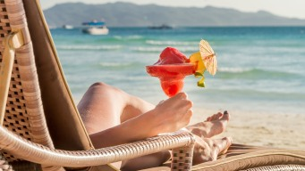 Compañía ofrece $10 mil al mes para vivir en Cancún