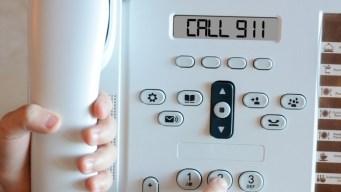 Niño travieso marca al 911 y así acaba la llamada