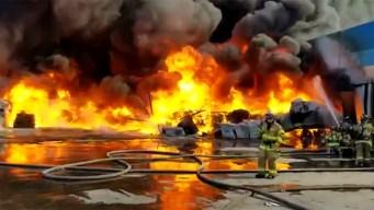 Fábrica de plásticos se incendia en Tijuana