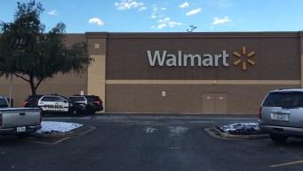 Mujer acuchilla a empleada y guardia de Walmart