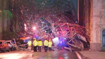 Enorme andamio colapsa en pleno centro de San Antonio