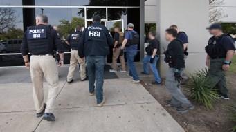 Cientos de arrestos en la redada más grande en 10 años
