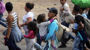 """Sale de El Salvador la """"madre de todas las caravanas"""""""