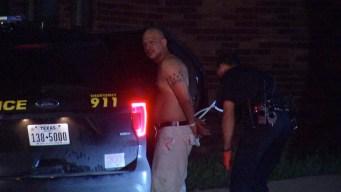 Irrumpen en una casa y arrestan sospechoso parapetado