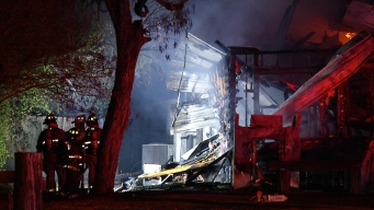 Licorería acaba en cenizas tras masivo incendio