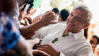 """AMLO convoca a un """"bailongo"""" por el primer año de su triunfo"""